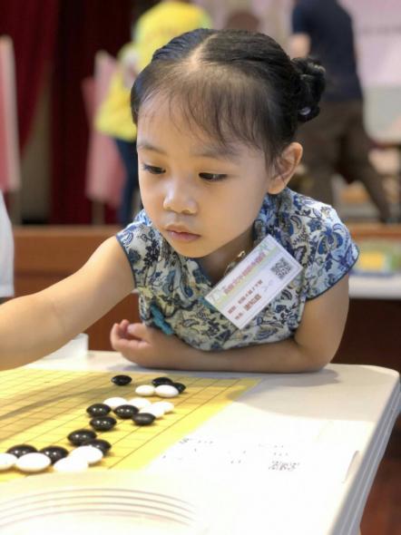 现在的围棋选手越来越小了,好可爱的女子初段!